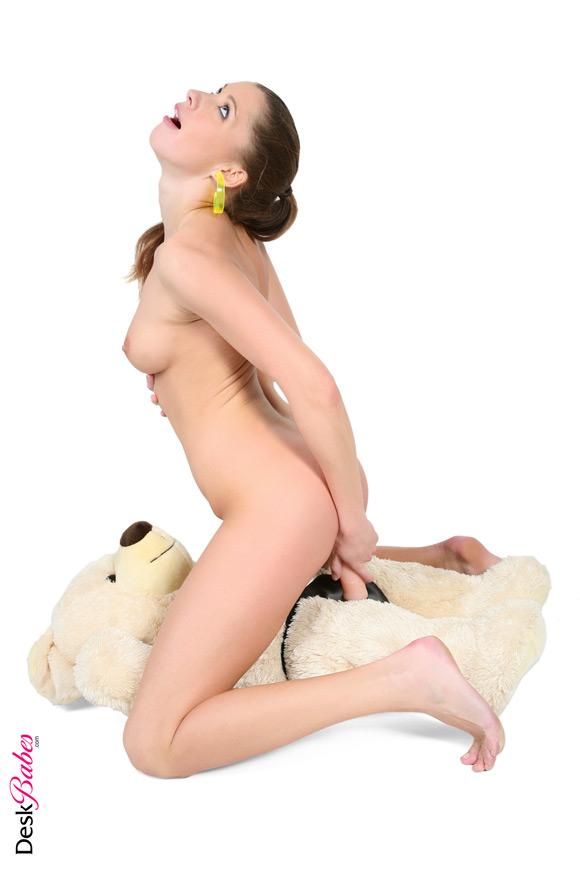 брюнетка мягкие игрушки порно