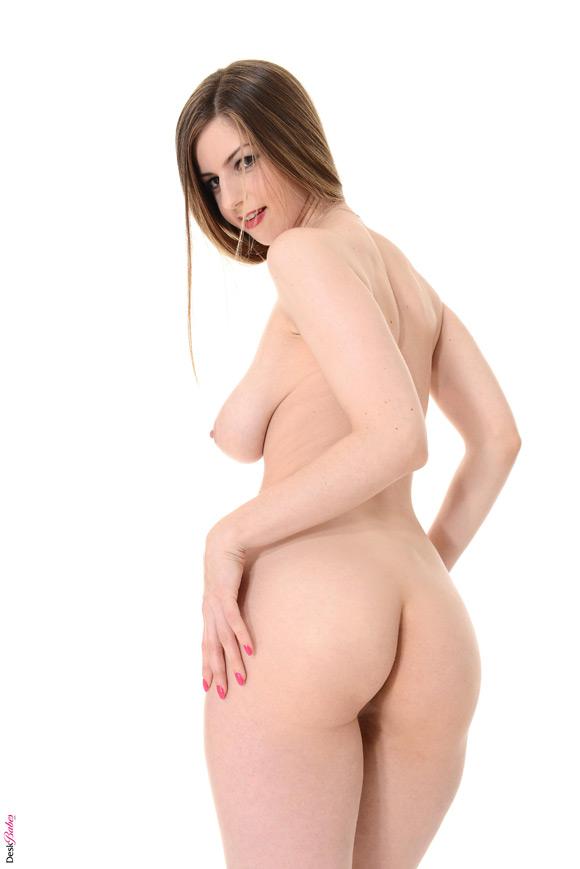 stella-cox-naked-deskbabe